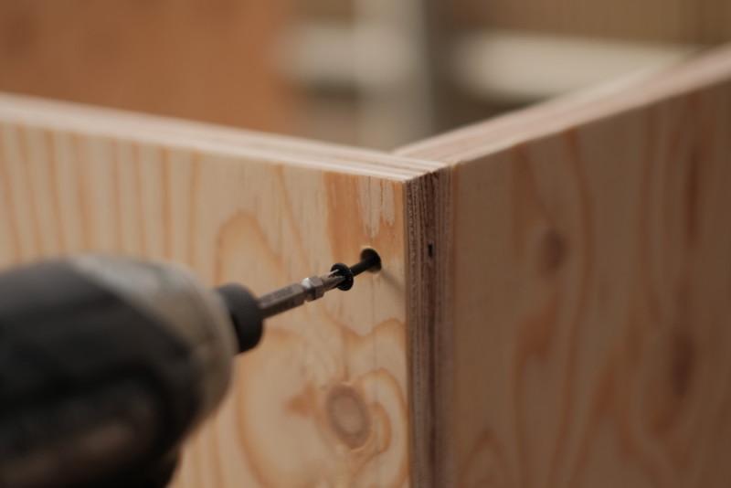 構造用合板1枚で作るiMac用デスク|ビス留め