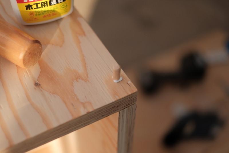 構造用合板1枚で作るiMac用デスク|ビスの頭隠しとしてのダボ