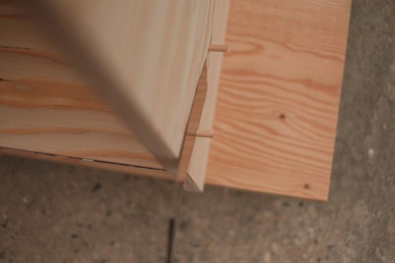 構造用合板1枚で作るiMac用デスク|ビス頭を隠したダボをカット