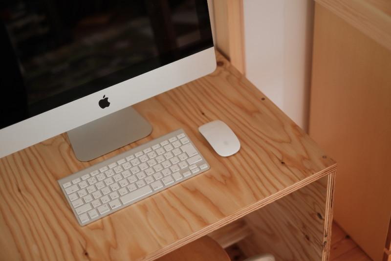 構造用合板1枚で作るiMac用デスク|