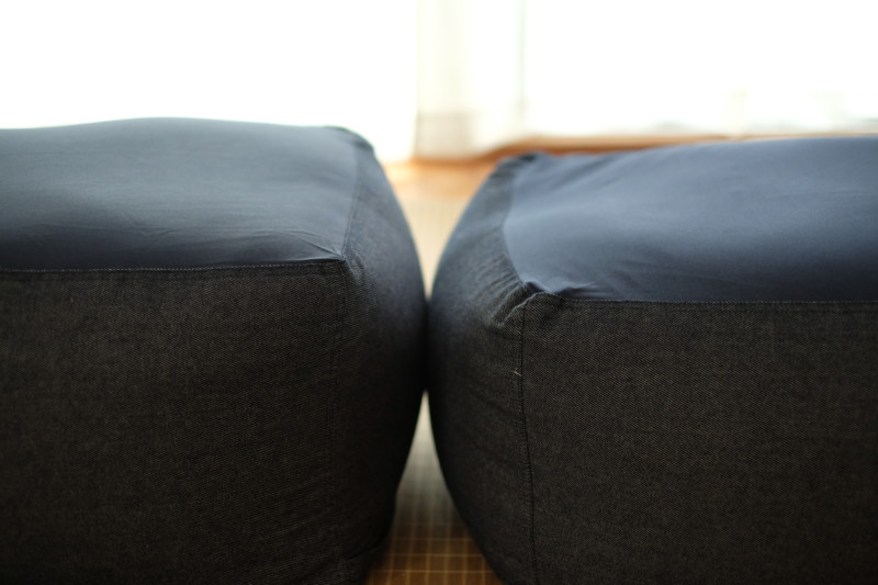 ベルメゾンのビーズクッション(中)をニトリのビーズソファ専用カバー(標準)に交換|少し使用したものと比較