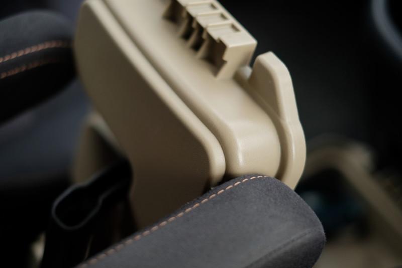 モールディングアーモツールボックス(BRID)|アームレストに干渉