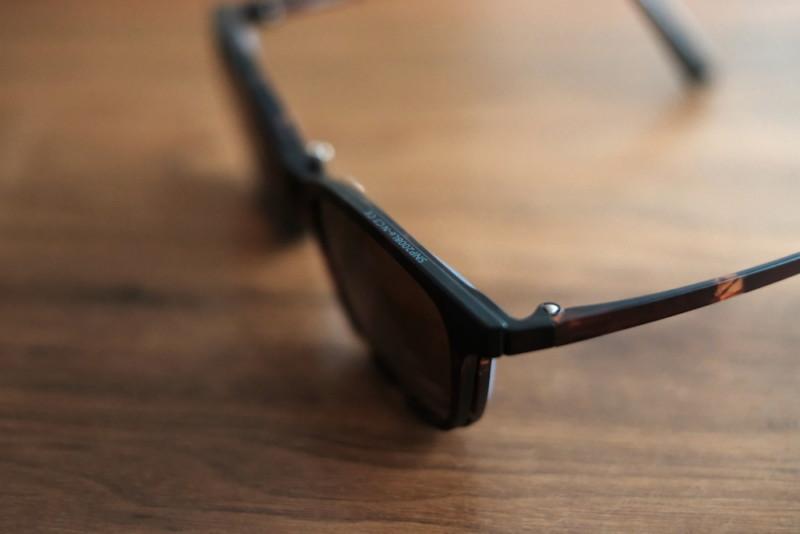 SNAP(オンデーズ)|サングラスモードだとレンズの厚みは目立たない?