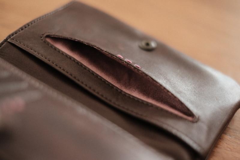 ソフトレザー二つ折り財布(CAMPER)|小窓