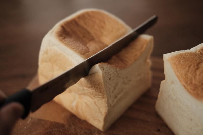「Bakery 暦(滋賀・信楽)」の食パン|包丁で切りにくいやわらかさ