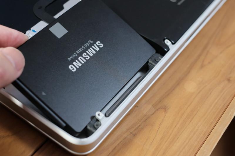 Macbook Pro(2009 Mid)をSSDに換装|SSDを取り付け
