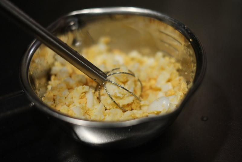 計量みそマドラー(オークス)|ゆで卵を潰す