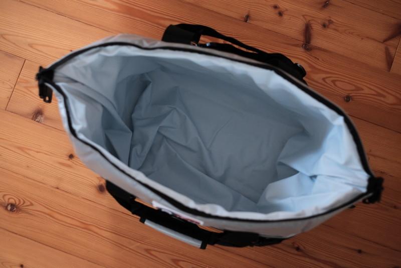 AOクーラーズ24(ビニール)|トートバッグ型はジッパーが全開に開く