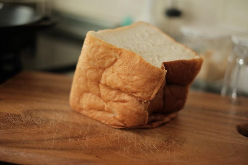 京都の高級食パン専門店「別格」|自重で潰れるやわらかさ