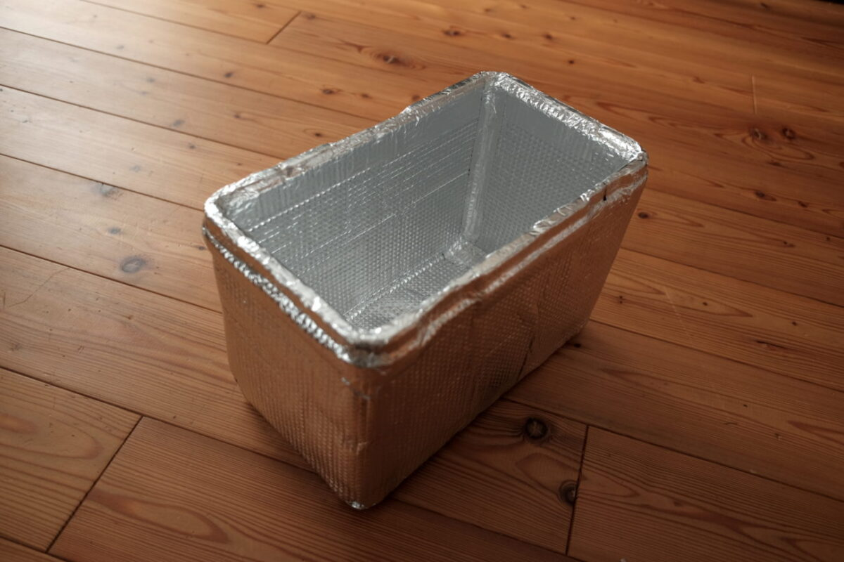 ホリデーランドクーラー7H(伸和)|断熱材をアルミシートで覆う