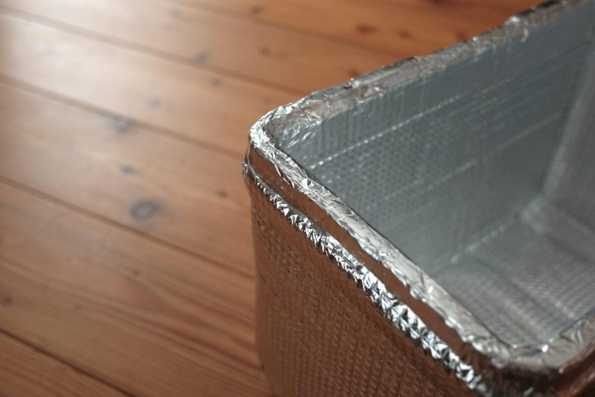ホリデーランドクーラー7H(伸和) 断熱材をアルミシートで覆う