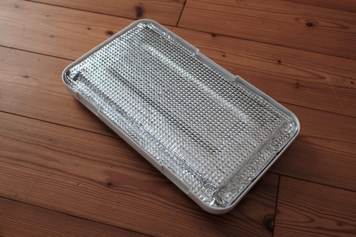 ホリデーランドクーラー7H(伸和) フタの断熱材をアルミシートで覆った