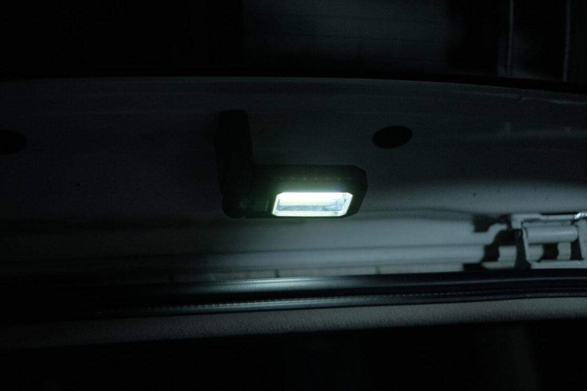 LEDハンディワークライト(カインズ)|リアゲートに取り付け