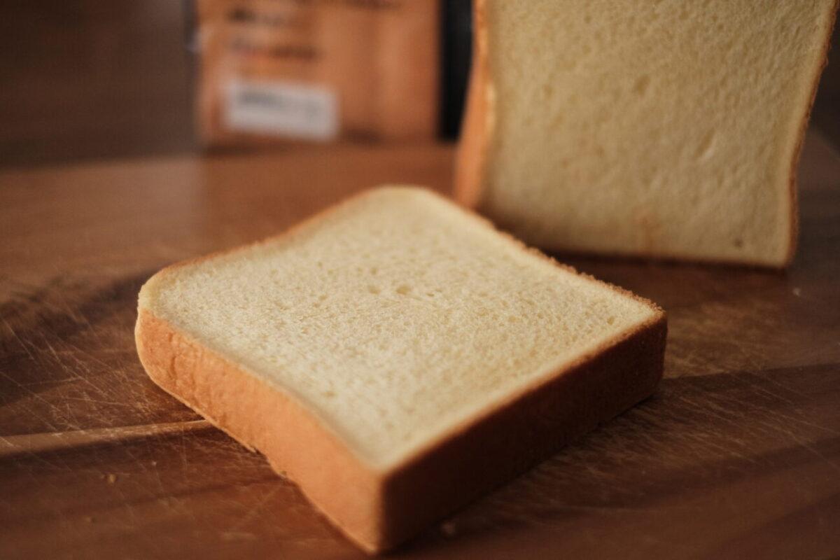 モスバーガーの食パン|黄色っぽい生地