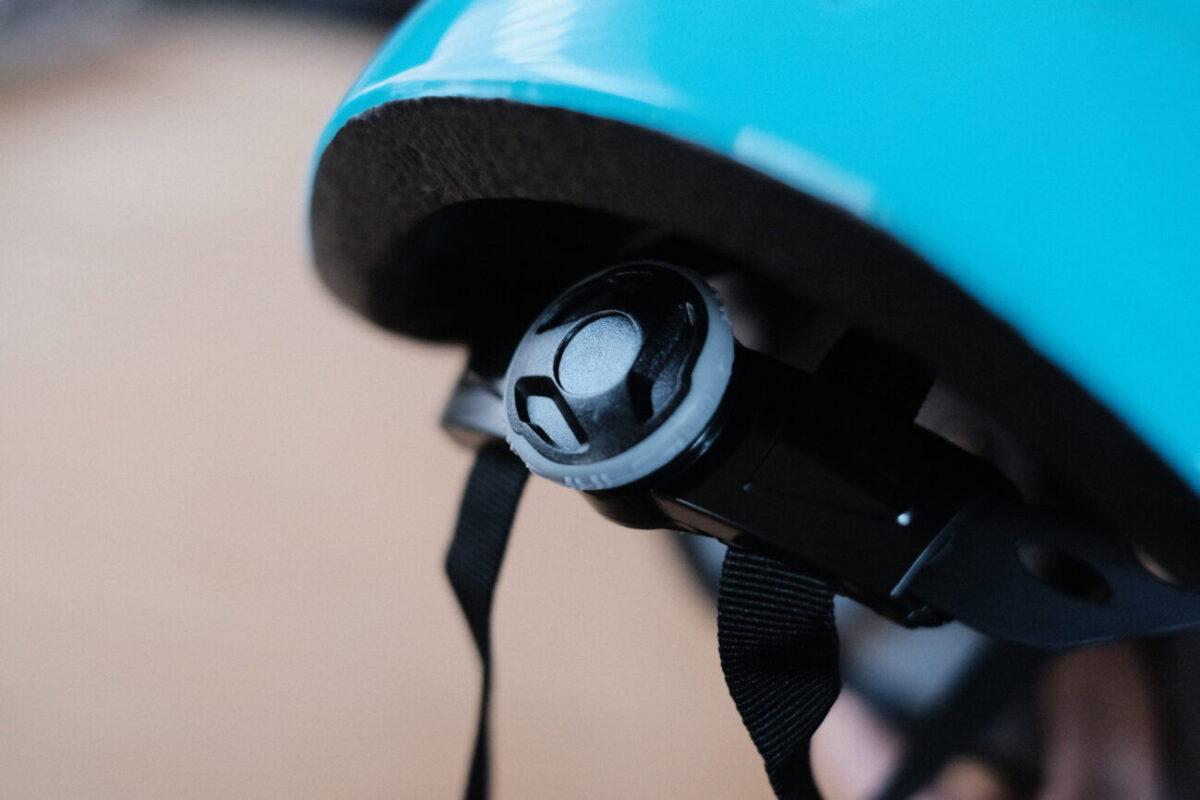 キッズ用スケボーヘルメット|調節ダイヤル