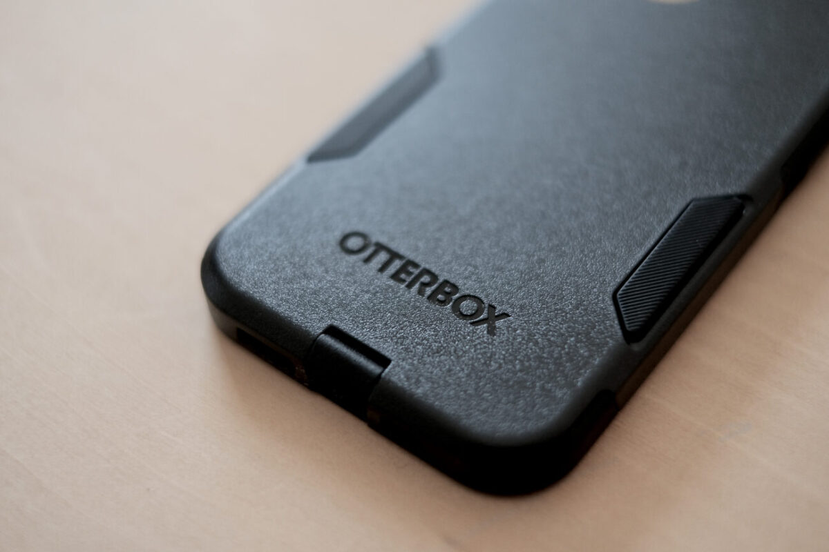 iPhone12用ケース「Commuter(OtterBox)」 ロゴ