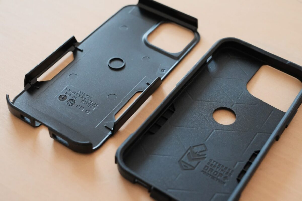 iPhone12用ケース「Commuter(OtterBox)」 2重構造