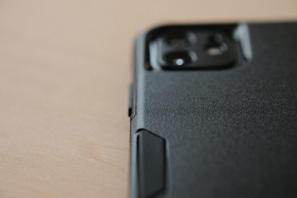 iPhone12用ケース「Commuter(OtterBox)」 質感
