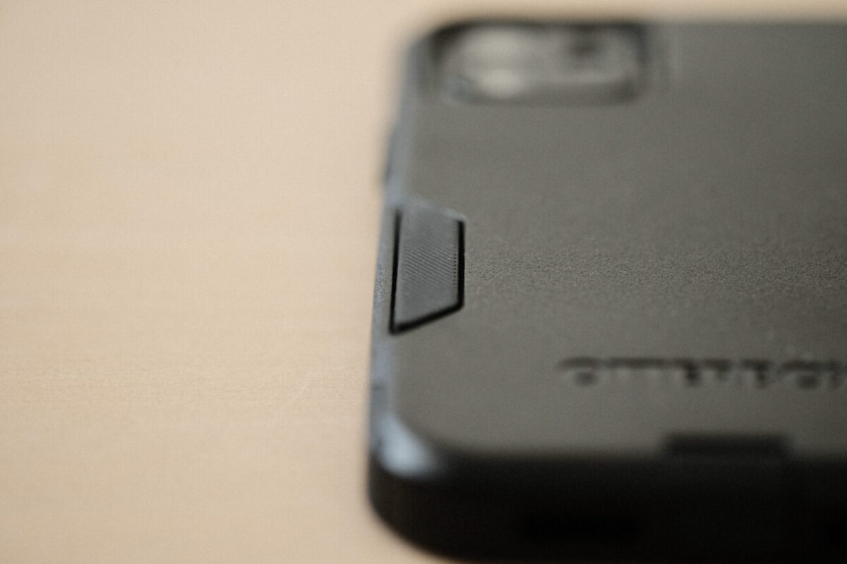 iPhone12用ケース「Commuter(OtterBox)」 背面滑り止め