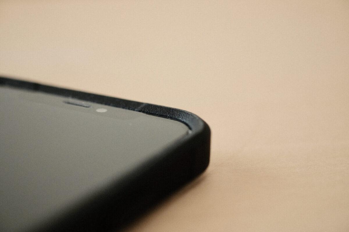 iPhone12用ケース「Commuter(OtterBox)」 スクリーン側